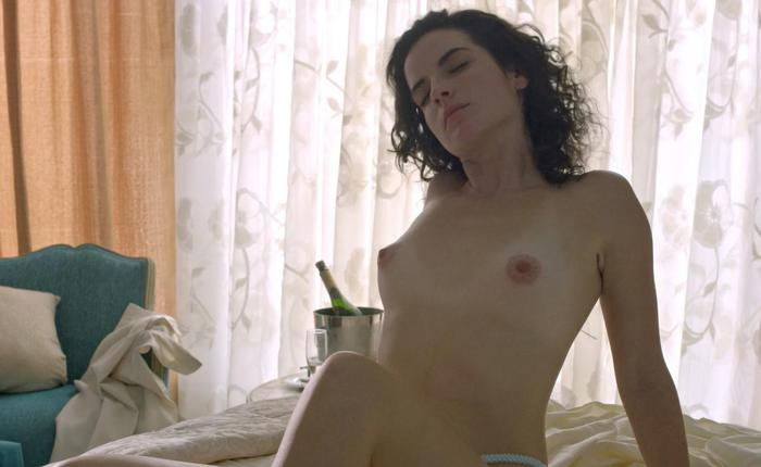 Laura perico topless 2952cc5b featured