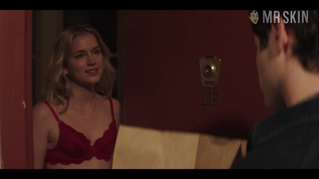 You 01x03 elizabethlail hd 02 large thumbnail 3 override